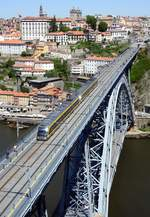 metro-do-porto/614449/metro-do-porto-mp-019-eurotram Metro do Porto MP 019 Eurotram Flexity Outlook von Bombardier auf der Ponte Luiz I über den Douro in Porto am 16.05.2018.